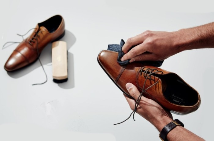 Используйте кондиционер для сияния и красоты обуви. / Фото: bowandtie.ru