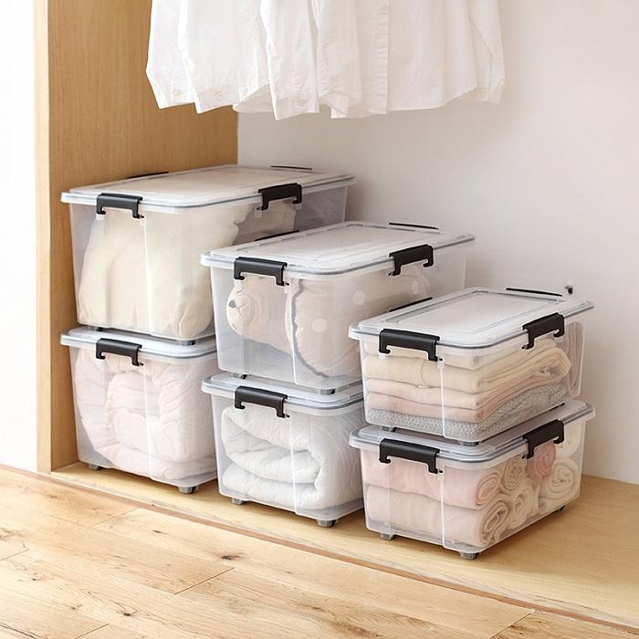 Большие прозрачные контейнеры подойдут для хранения полотенец и постельного белья. / Фото: chinahao.com