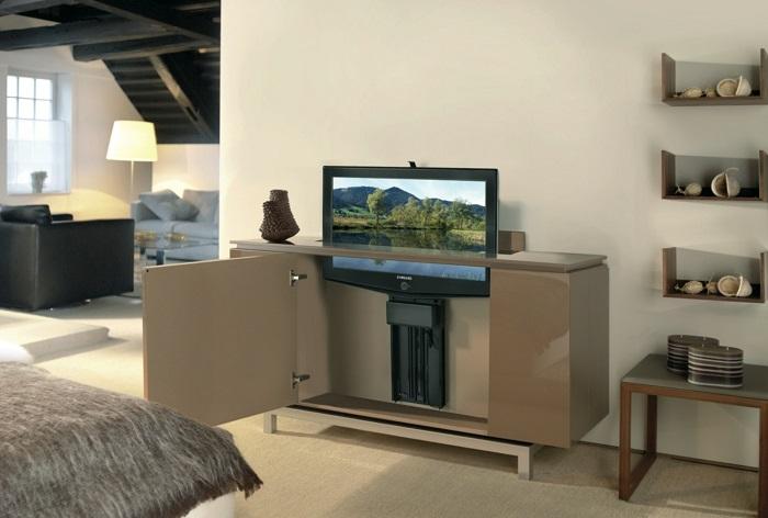 ТВ, размещенный в мебели с выдвижным механизмом сможет появляться и исчезать в любое удобное для вас время. / Фото: design-advice.ru