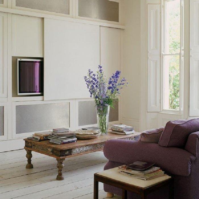 ТВ можно спрятать за стеной, если предварительно сделать глубокую нишу. / Фото: dizainmania.com