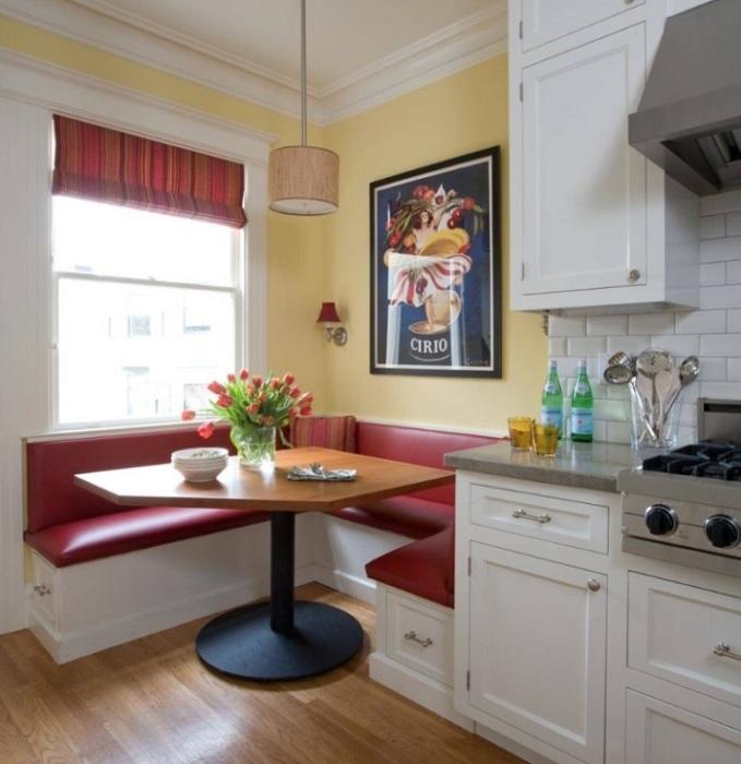Кухонный уголок - экономичный, практичный и удобный вариант мебели. / Фото: doma.life