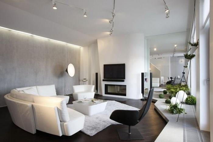 Нестандартная расстановка мебели в большой гостиной. /Фото: evrookna-mos.ru