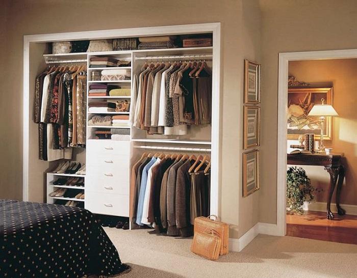 Гардеробная-шкаф будет хорошо смотреться в спальне. / Фото: freshmebel.com