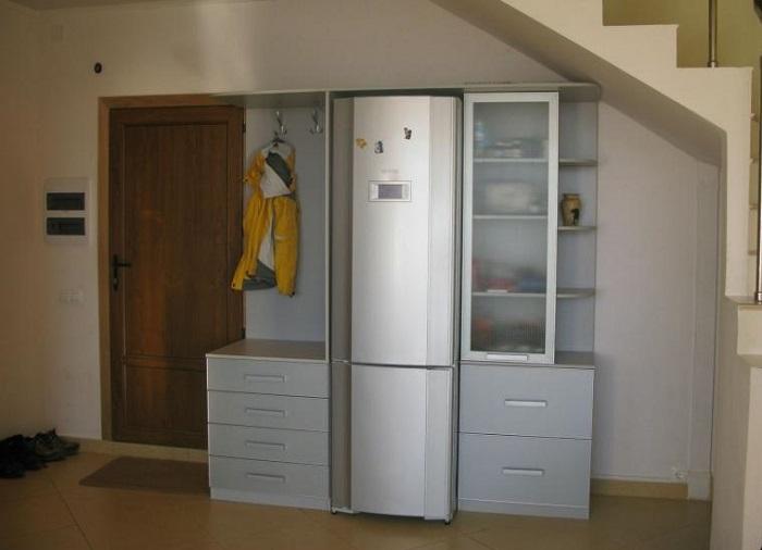 Отсутствие холодильника на кухне существенно сэкономит место в комнате. / Фото: gazeta-pravo.ru