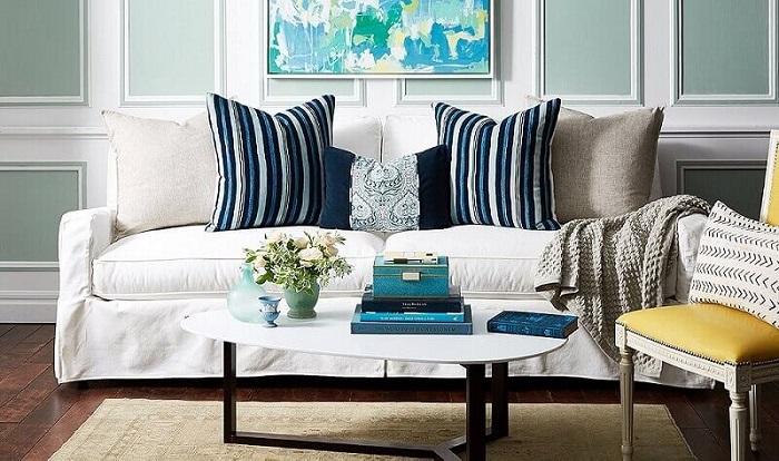 Разнообразие форм, фактур и размеров позволяет использовать декоративные диванные подушки в любом стиле. / Фото: gorgeousgirl.ru