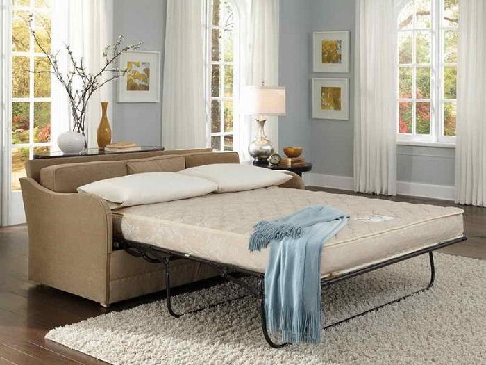 Диван-кровать экономит место, но не способствует комфортному отдыху. / Фото: happymodern.ru