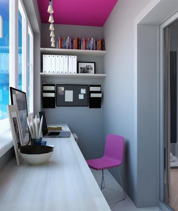 Подоконник можно использовать в качестве рабочего стола. / Фото: homepic.com.ua