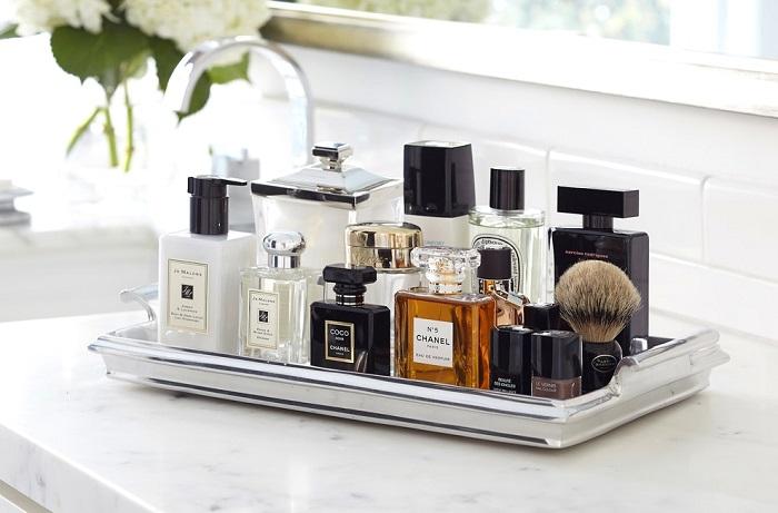 В ванной процесс окисления кислородом ускоряется, и духи теряют аромат. / Фото: housesdesign.ru