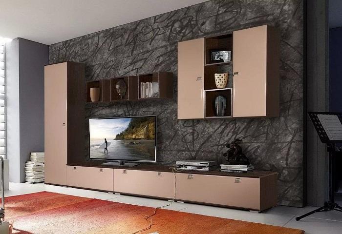 Элементы модульной стены будут отвлекать внимание от телевизора, делая его менее заметным. / Фото: mirdizajna.ru