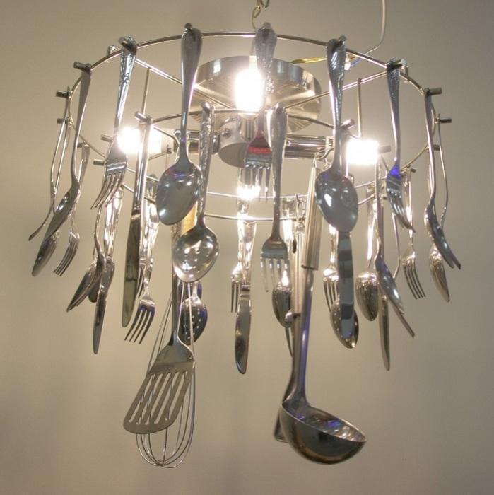 Интересный абажур из столовых приборов для дачи. / Фото: muzejsveta.livejournal.com