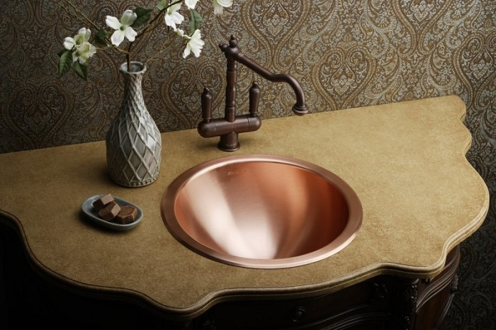 Медная раковина в ванной. / Фото: primex1.ru
