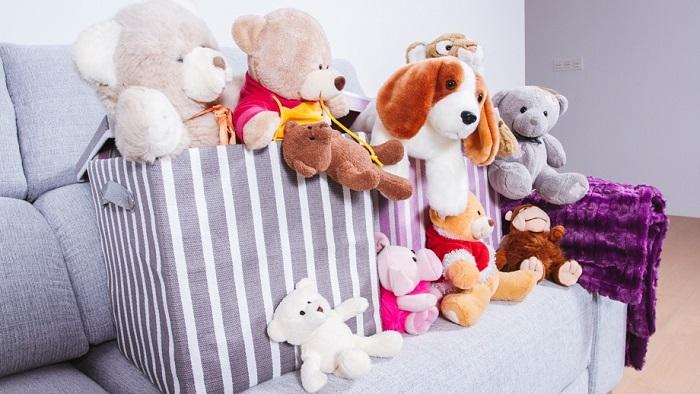Мягкие игрушки смотрятся мило, но они неуместны в квартире взрослой девушки. / Фото: sovetchiki.org