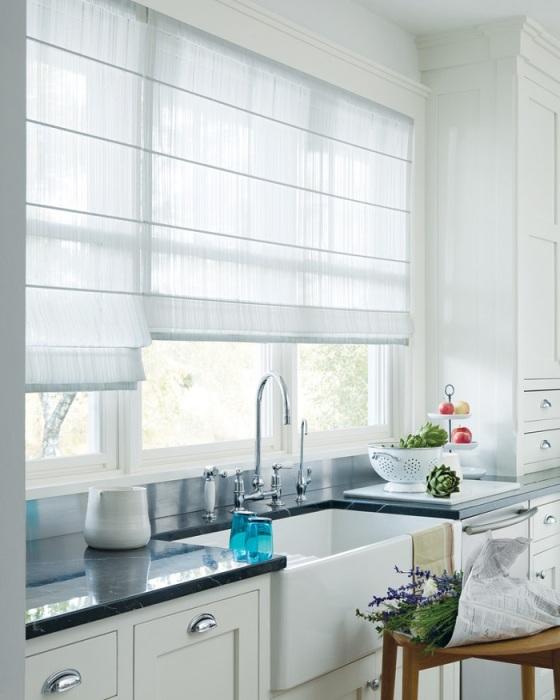 При выборе занавесок нужно учитывать форму окна, интерьер помещения, цветовую гамму. / Фото: yellowhome.ru