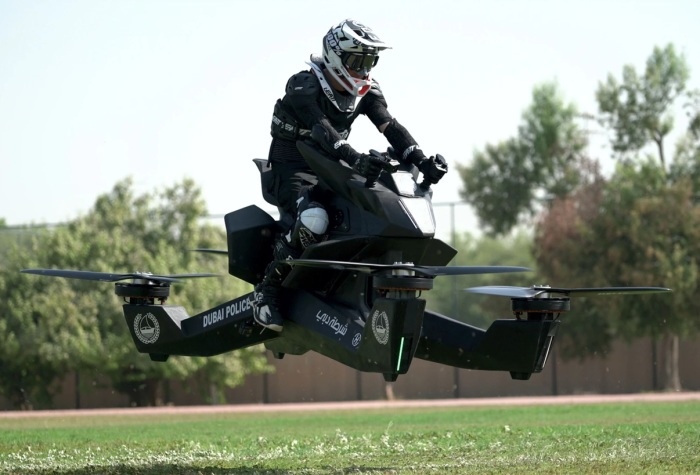 Стартап Hoversurf создал летающий мотоцикл. | Фото: timeoutdubai.com