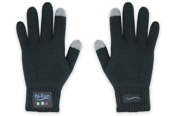 Они создали умные перчатки / Фото: hi-fun.com