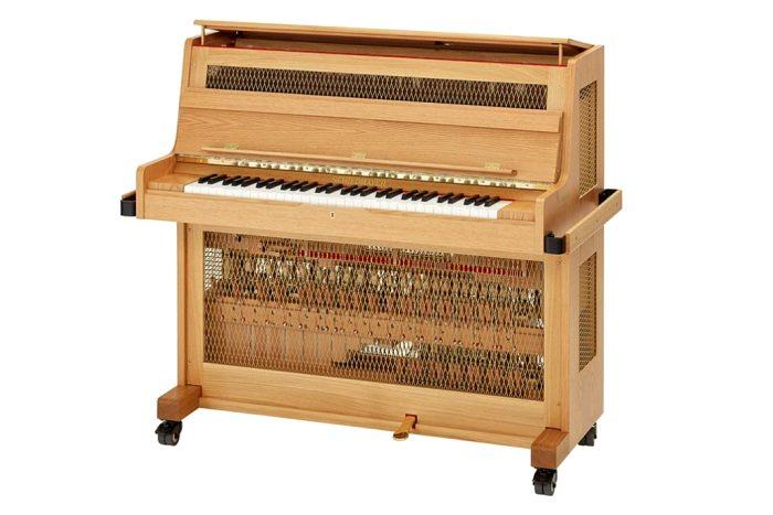 Как ни странно, но именно клавишный инструмент в ряде случаев заменял стеклянную гармонику. /Фото: piccolosolo.ru