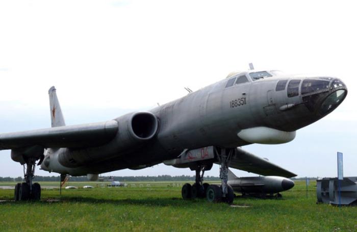 Самолет Ту-16 стал прототипом для Ту-104. /Фото: oruzhie.info