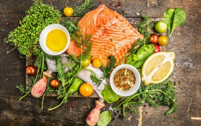 Рыба, овощи и зелень - главные элементы средиземноморской кухни. /Фото: miro.medium.com