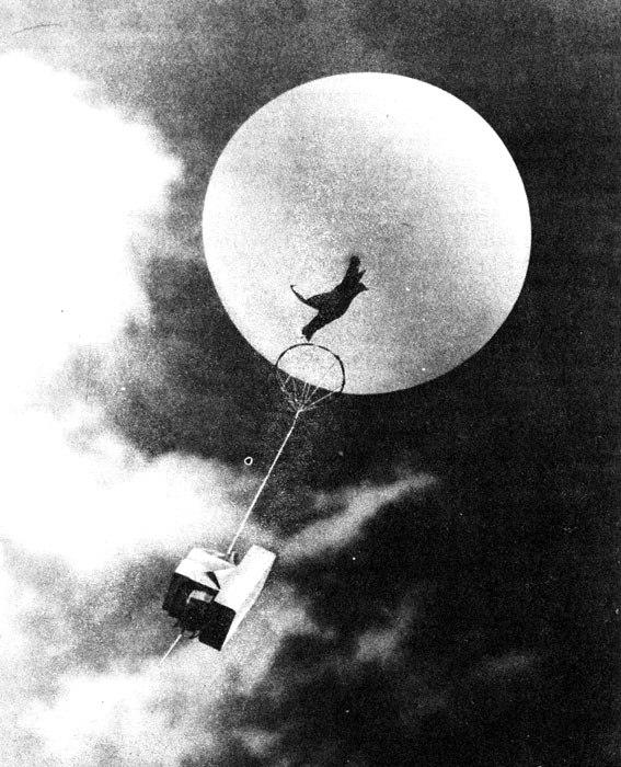 Радиозонд в воздухе, 1980-е годы. /Фото: geoman.ru