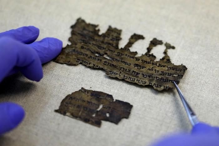 Исследования свитков Мертвого моря продолжаются. /Фото: ngenespanol.com
