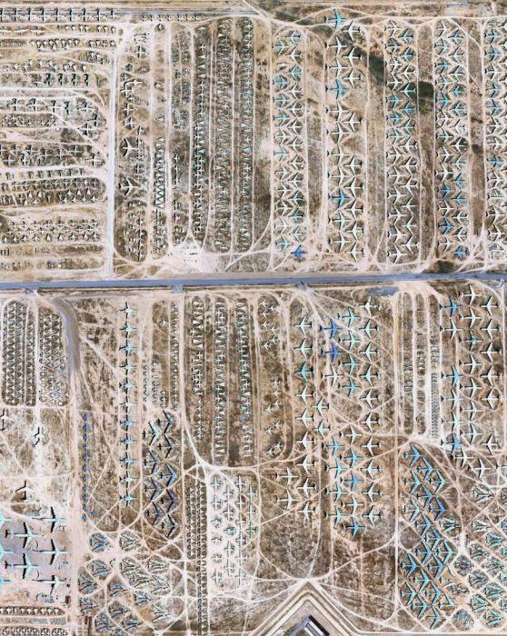Территория авиабазы с высоты выглядит весьма внушительно. /Фото: fishki.net