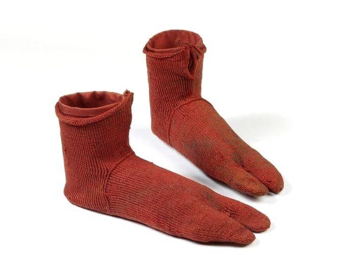 Необычный отпечаток тех времен, когда носки под сандалии - писк моды. /Фото: brightside.me