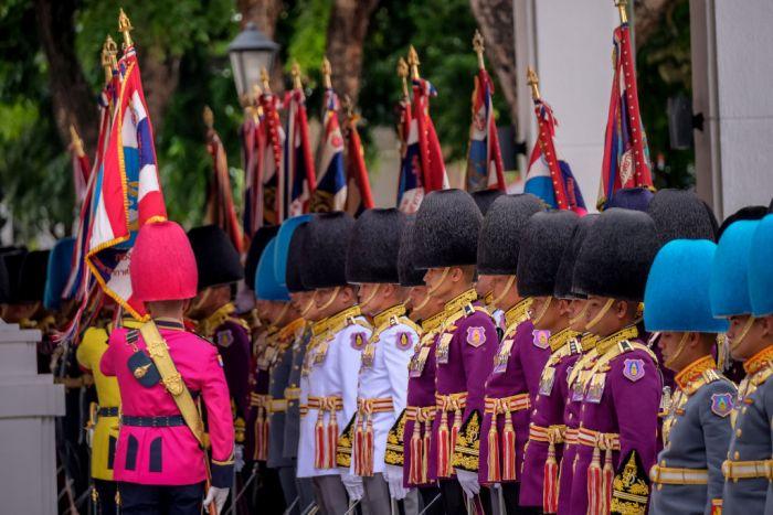 В Таиланде краски на мундиры не жалеют. /Фото: vokrugsveta.ru