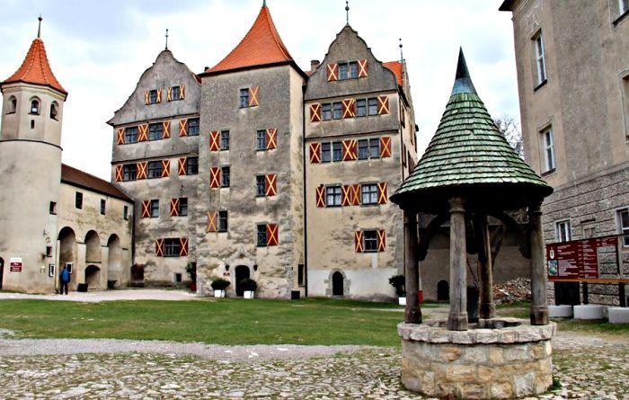 Колодец замка Харбург эпохи высокого Средневековья. /Фото: livejournal.com