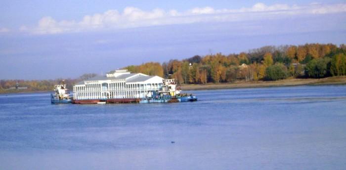 Плавучее железобетонное судно в Рыбинске, современный вид. /Фото: rweek.ru