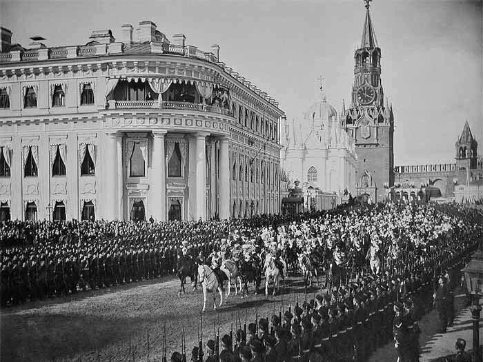 Коронация Николая . Слева - Малый императорский дворец. /Фото: samarapedsovet.ru