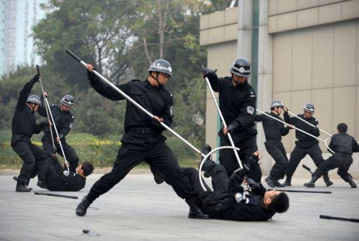 Японская палица для полицейских. /Фото: mirror.co.uk