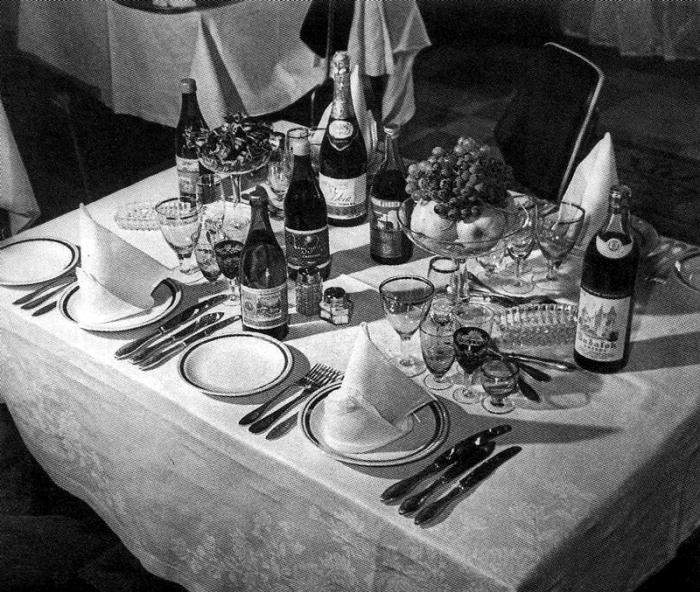 Меню в советском ресторане было довольно разнообразным. /Фото: russian7.ru