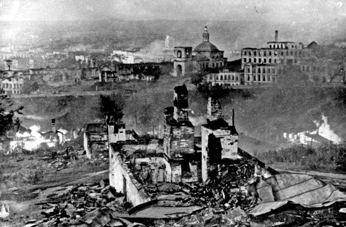 Разрушенный Смоленск после бомбардировок. /Фото: visitsmolensk.ru
