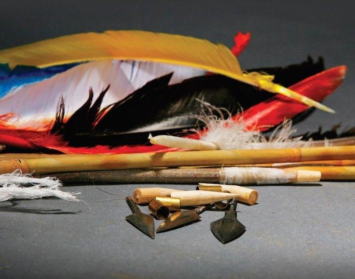 Перья на стрелу просто так не наклеишь. /Фото: pikabu.ru