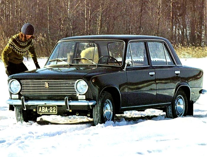 Зимой советским водителям тоже приходилось ездить на зимней резине. /Фото: lada-xray2.ru