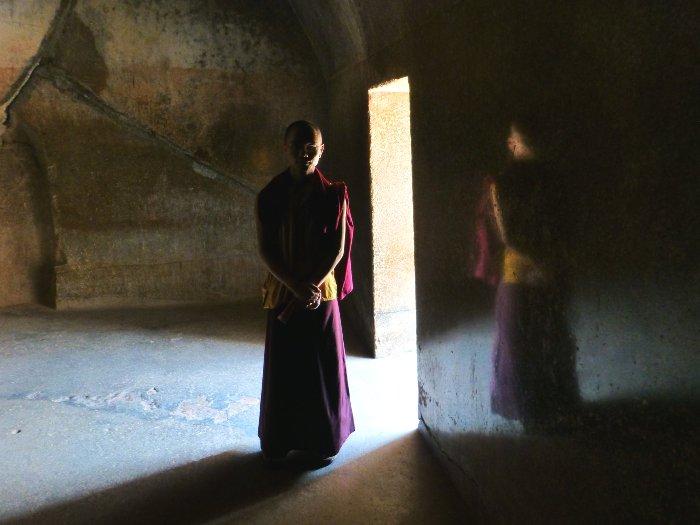До сих пор непонятно, как древние индийские архитекторы смогли добиться такой гладкости стен. /Фото: infoglobe.cz
