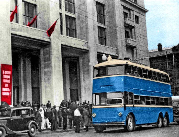 Автобус английского типа на советских улицах. /Фото: odessitua.com