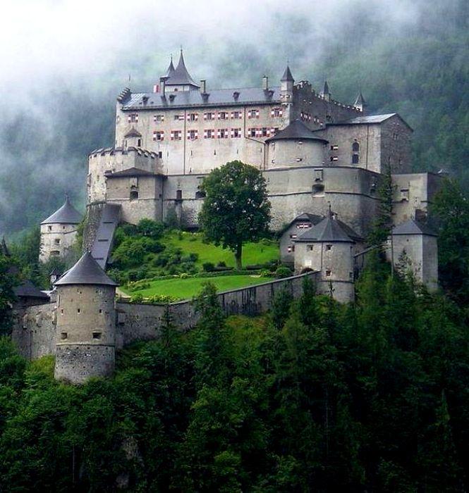 Не все то замок, что красивое масштабное сооружение. /Фото: pinterest.de