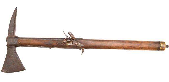 Один из таких гибридов топора и пистолета. /Фото: topwar.ru
