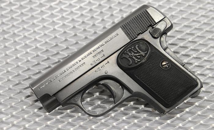 Пистолет FN 1906 калибра 6,35 мм. /Фото: pikabu.ru