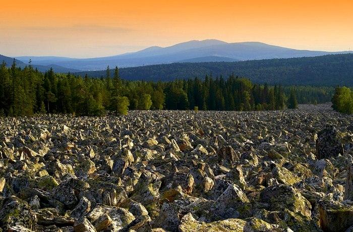 Самая длинная, и настолько же живописная каменная река. /Фото: pikabu.ru