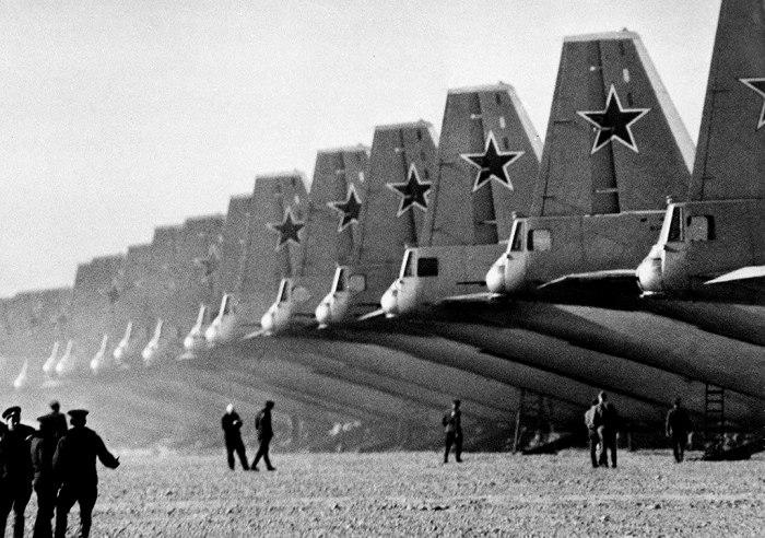 Чтобы усилить отечественную авиацию, активно заполучали и изучали западные образцы. /Фото: pikabu.ru