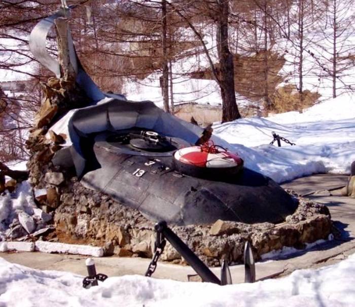 Памятник погибшей лодке С-117 и ее экипажу. /Фото: topwar.ru