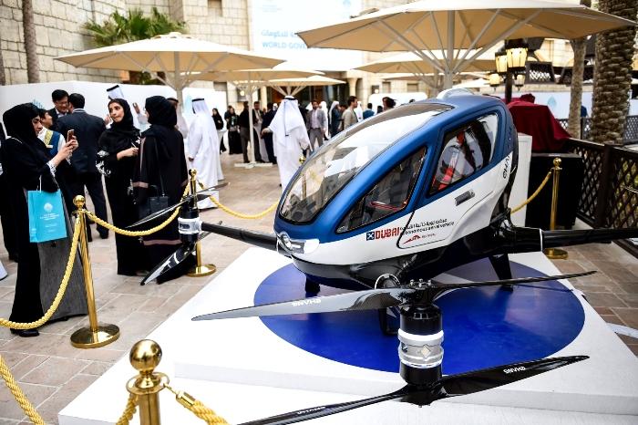 Беспилотное воздушное такси EHang 184 китайского производства на выставке в Дубаи. /Фото: pikabu.ru