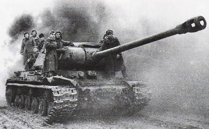 ИС-2 в бою был безжалостен к врагу. /Фото: topwar.ru