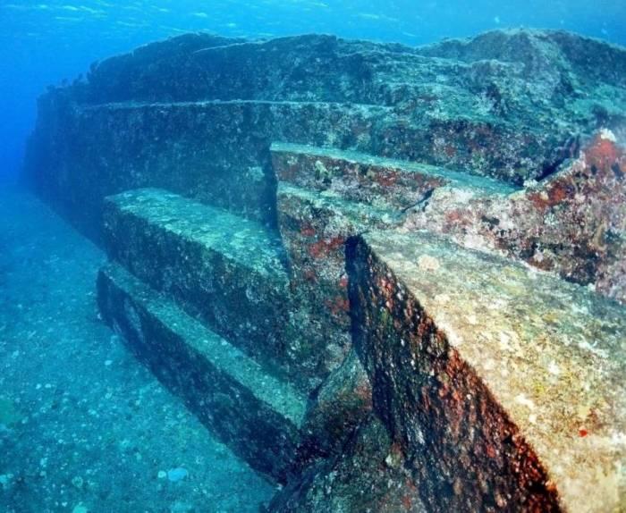 У Японии тоже есть древний подводный город. /Фото: topwar.ru