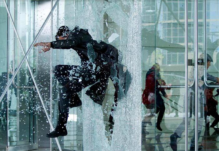 Разбить собой стекло - непосильная задача. /Фото: tybet.ru
