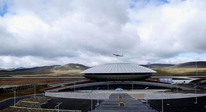Летающая тарелка на огромной высоте. /Фото: dw.com
