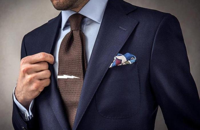 Галстук по-прежнему популярный аксессуар у мужчин. /Фото: donpress.com