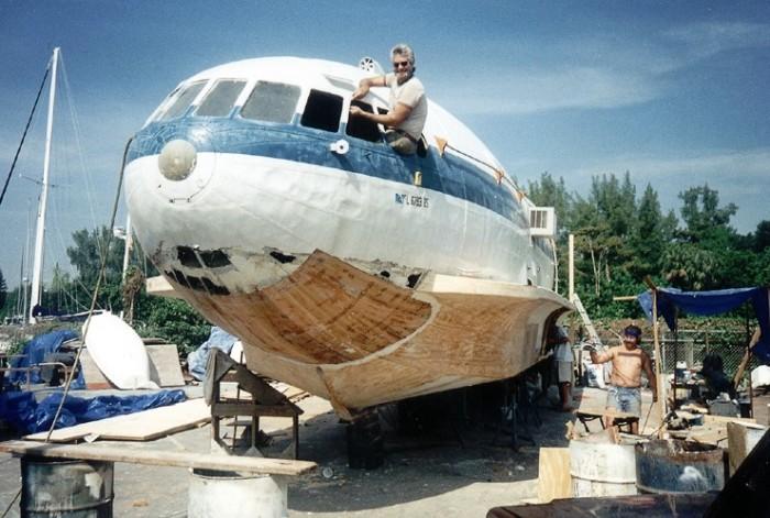 Процесс превращения самолета в лодку. /Фото: popmech.ru